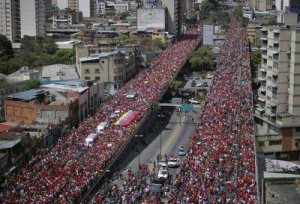 Venezuelans accompanying Chavez' procession in Caracas