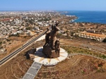 The African Renaissance Monument with a view of Dakar and the ocean (Carrapide.com)