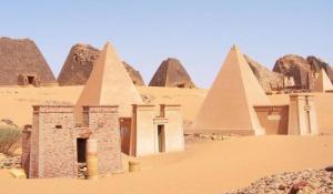 Nubia_Pyramids of Meroe
