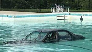 car-drowned-in-pool_1
