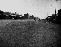 Zimbabwe_Bulawayo principal street in 1905